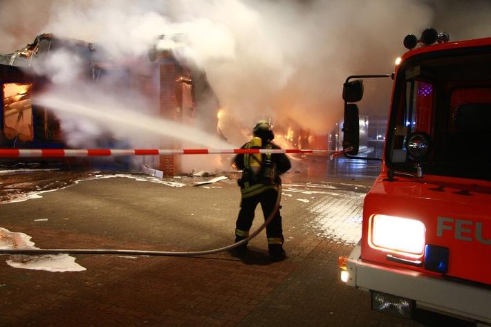 FW-E: Lidl-Markt Raub der Flammen
