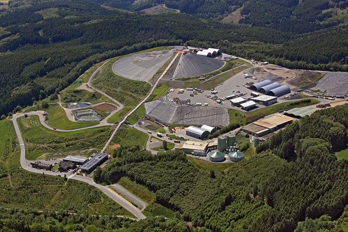 Der Standort des Forschungsprojekt :metabolon (unten links) am Fuße des Entsorgungszentrums Leppe. (Foto: Bergischer Abfallwirtschaftsverband)