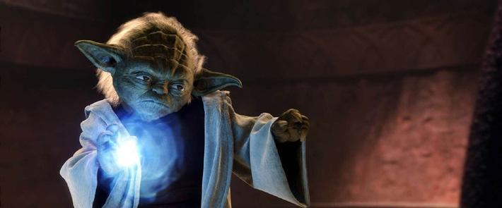 """Die dunkle Seite der Macht ist verführerisch: """"Star Wars: Episode II"""" auf ProSieben Die Sternen-Republik wird von einem mörderischen Bürgerkrieg erschüttert. Obi Wan und sein Schüler Anakin sollen die schöne Amidala beschützen. Während sich der ungestüme Jedi-Novize in die verführerische Senatorin verliebt, stößt sein Lehrer auf ein dunkles Komplott von gewaltigen Ausmaßen ... George Lucas' zweiter Streich """"Star Wars: Episode II - Angriff der Klonkrieger"""" am Sonntag, 02. April 2006, um 20.15 Uhr auf ProSieben. Fotomotiv: Jedi Yoda Die Fotos dürfen nur bis 04. April 2006 honorarfrei für redaktionelle Zwecke, im Rahmen einer Programmankündigung  und nur mit Copyrightvermerk verwendet werden. Nicht für Online. Spätere Veröffentlichungen sind nur nach Rücksprache und ausdrücklicher Genehmigung der ProSieben Television GmbH möglich. Die Fotos dürfen nicht an Dritte weitergeleitet werden.  Bei Rückfragen wenden Sie sich bitte an: 089/9507-1584. © Lucasfilm Ltd. & TM. All Rights Reserved."""