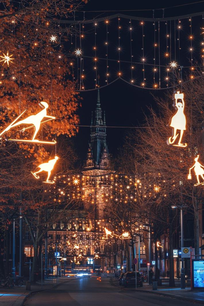 Hamburgs Mönckebergstraße leuchtet bis zum Rathaus (Foto Matthias Plander BID).jpg