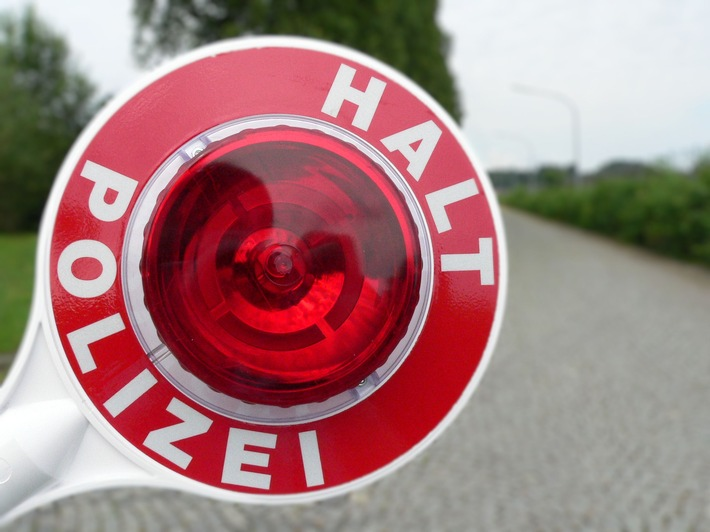 Die Bundespolizei hat bei Grenzkontrollen auf der A93 im ersten Quartal rund 50 Fahrzeugführer ohne Fahrerlaubnis festgestellt.
