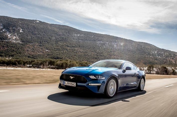 """Ab Juni sind für den Ford Mustang Upgrades lieferbar, die das Fahrerlebnis und den Komfort weiter steigern. Außerdem stehen auf Wunsch zusätzliche Individualisierungs-Optionen zur Verfügung - so ist die innovative Klappen-Auspuffanlage, die bislang ausschließlich für die Mustang-Versionen mit dem 5,0-Liter-V8-Motor erhältlich war, nun auch für die Modelle mit dem 2,3-Liter EcoBoost-Motor bestellbar Weiterer Text über ots und www.presseportal.de/nr/6955 / Die Verwendung dieses Bildes ist für redaktionelle Zwecke honorarfrei. Veröffentlichung bitte unter Quellenangabe: """"obs/Ford-Werke GmbH"""""""