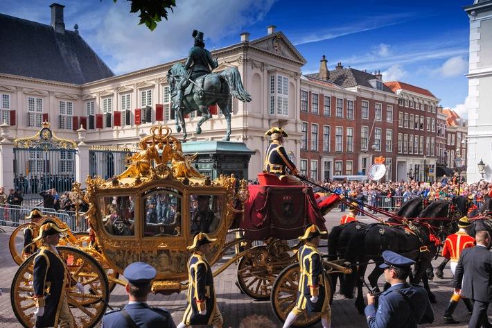 """Königliche Parade for dem Palast Noordeinde in Den Haag am Prinsjesdag, der feierlichen Eröffnung des Parlamentsjahres der Niederlande. Weiterer Text über ots und www.presseportal.de/nr/13059 / Die Verwendung dieses Bildes ist für redaktionelle Zwecke honorarfrei. Veröffentlichung bitte unter Quellenangabe: """"obs/Niederländisches Büro für Tourismus & Convention (NBTC)/Arjan de Jager/NBTC"""""""