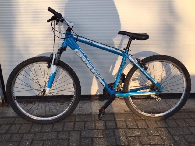 Bild des sichergestellten weiß-blauen Mountainbikes - Eigentümer gesucht!