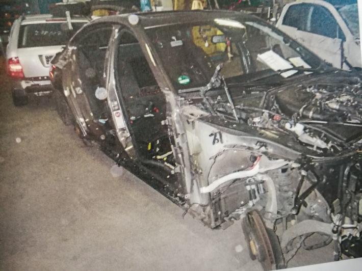 POL-BO: Zwei hochwertige Autos ausgeschlachtet - Polizei sucht Zeugen