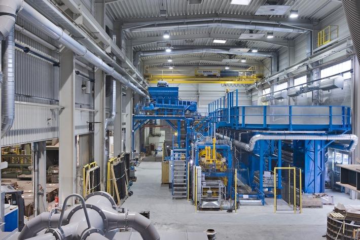 Das Unternehmen Friedr. Lohmann realisierte am Standort Witten-Annen eine neuartige modulare Fertigungslinie für das Formen und Gießen von Sandguss-Bauteilen. Foto: Friedr. Lohmann GmbH