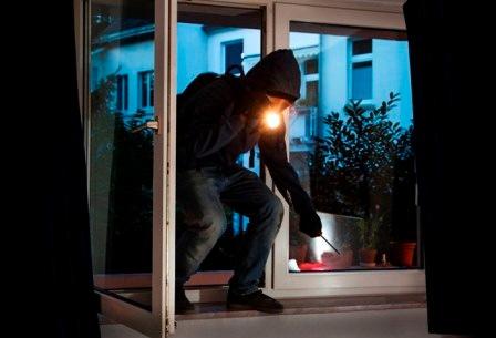 POL-REK: Einbrecher im Hausflur - Erftstadt