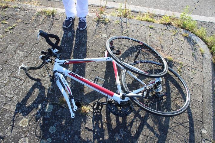 Das durch den Zusammenprall beschädigte Fahrrad