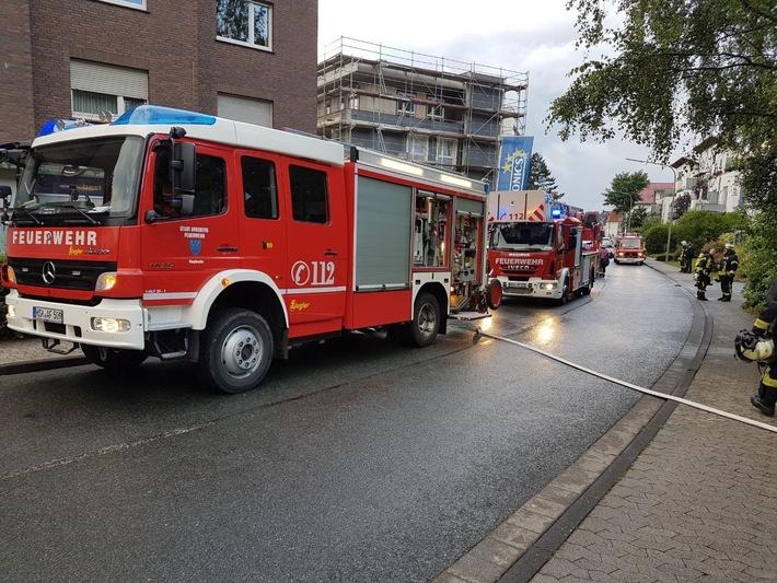 Schnelles Eingreifen der Feuerwehr Arnsberg und eine funktionierende Brandmeldeanlage in einem Wohnkomplex für behinderte Menschen konnten in Neheim Schlimmeres verhindern. Foto: FW Arnsberg