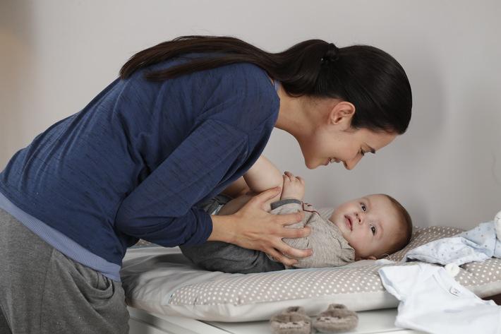Mutter_Baby_Wickeln_016.JPG