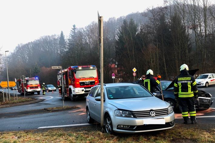 FW-EN: Verkehrsunfall zwischen zwei Fahrzeugen