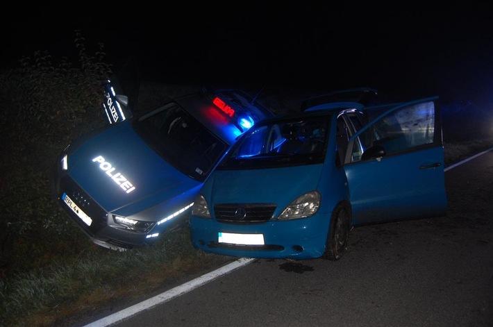 Ohne dass sich die beiden Fahrzeuge berührten, blieb auch der Streifenwagen am Schluss der Verfolgungsfahrt eng neben dem verfolgten Wagen stehen.