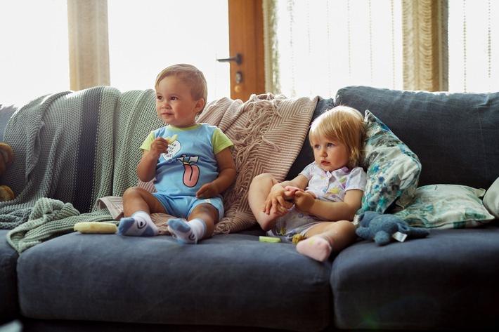 """Mit der neuen Eigenmarke Kuniboo bekommt die Kaufland-Textilfamilie Zuwachs im Bereich Baby- und Kleinkinderkleidung. Kuniboo bietet eine große Auswahl an Artikeln wie Shirts, Bodies, Leggins, Mützen, Lätzchen oder Schlafanzüge. """"Für redaktionelle Zwecke honorarfrei"""" / Weiterer Text über ots und www.presseportal.de/nr/111476 / Veröffentlichung bitte unter Quellenangabe: """"obs/Kaufland"""""""