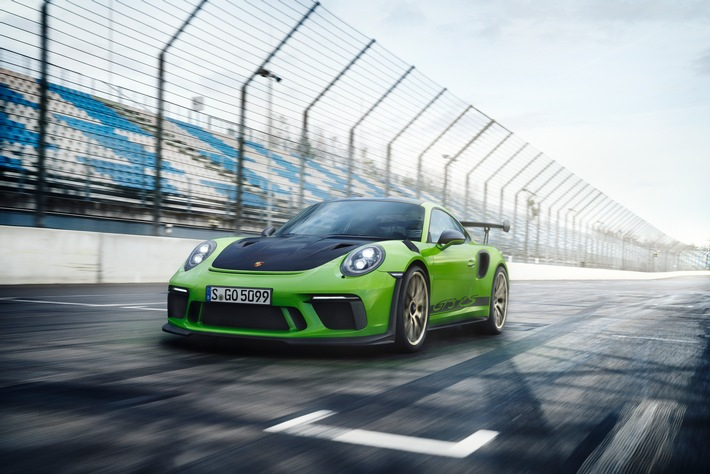 """Porsche 911 GT3 RS. Weiterer Text über ots und www.presseportal.ch/de/nr/100050872 / Die Verwendung dieses Bildes ist für redaktionelle Zwecke honorarfrei. Veröffentlichung bitte unter Quellenangabe: """"obs/Porsche Schweiz AG"""""""