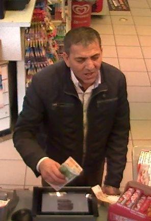 POL-HA: Wechseltrick in der Tankstelle - Wer kennt diesen Mann?