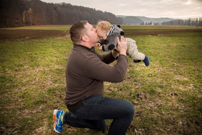 Christian Stucki avec son fils Xavier. Photograph: Kurt Reichenbach / Schweizer Illustrierte