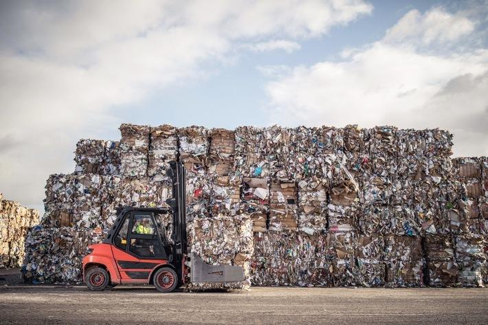 """Mit der Gründung von """"Recycling Dual GmbH"""" wird Smurfit Kappa ab 2021 als einziges Unternehmen am Markt den vollständigen Lebenszyklus einer PPK-Verkaufsverpackung (PPK = Papier, Pappe, Karton) abbilden können - von der Papier- und Verpackungsentwicklung über das Lizenzieren bis hin zum Einsammeln und letztendlichen Verwerten.Erstes industriegestütztes Duales System im Markt verspricht Vorteile / Weiterer Text über ots und www.presseportal.de/nr/114335 / Die Verwendung dieses Bildes ist für redaktionelle Zwecke honorarfrei. Veröffentlichung bitte unter Quellenangabe: """"obs/Smurfit Kappa Deutschland GmbH"""""""