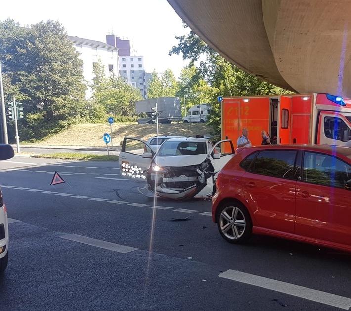 FW-BO: Verkehrsunfall erfordert vier Verletzte Personen