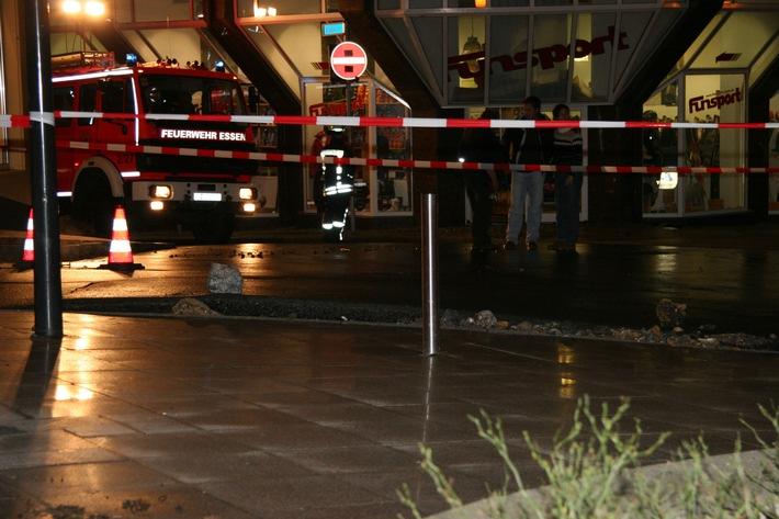 FW-E: Wasserrohrbruch in Essener City