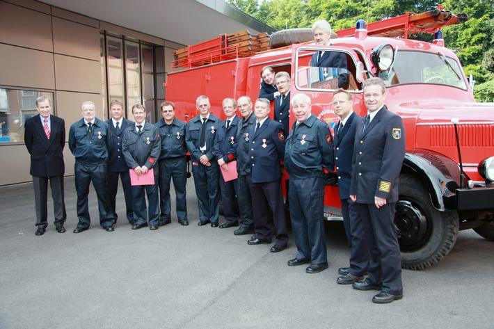 FW-E: Feuerwehr-Ehrenzeichen in Gold, Bildbeilage