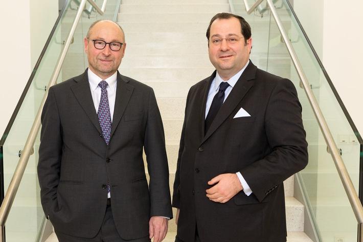 Rolf Buch, Vorstandsvorsitzender der Vonovia SE und Daniel Riedl, Vorstandsvorsitzender der BUWOG AG (v.l.) Fotocredit: BUWOG Group / Stephan Huger