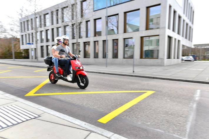 """200 scooters électriques Mobility circulent à Zurich. Texte complémentaire par ots et sur www.presseportal.ch/fr/nr/100010161 / L'utilisation de cette image est pour des buts redactionnels gratuite. Publication sous indication de source: """"obs/Mobility Carsharing Schweiz"""""""