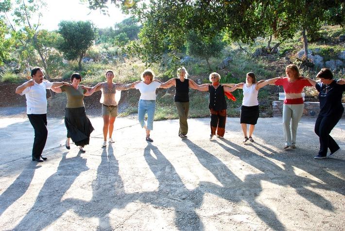 BILD zu OTS - Kretischer Tanz, Inside Travel