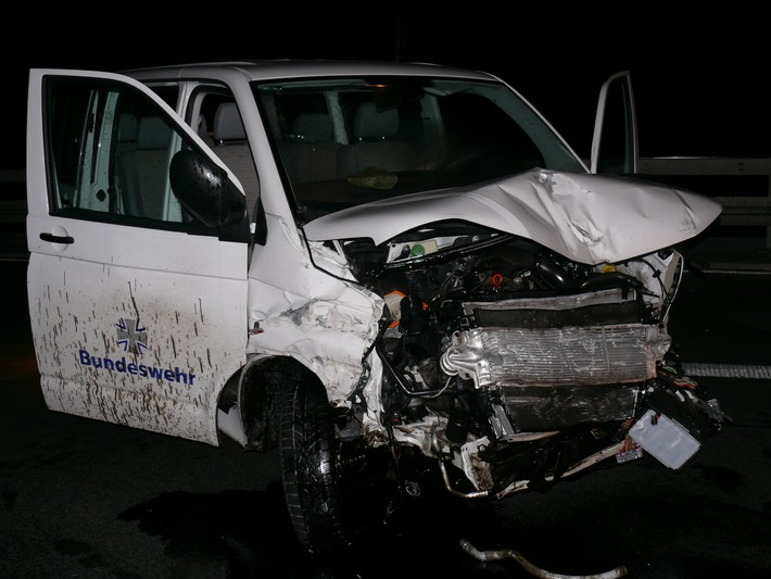 POL-HI: Verkehrsunfall auf der A 7 bei Hildesheim mit drei schwerverletzten Bundeswehrsoldaten