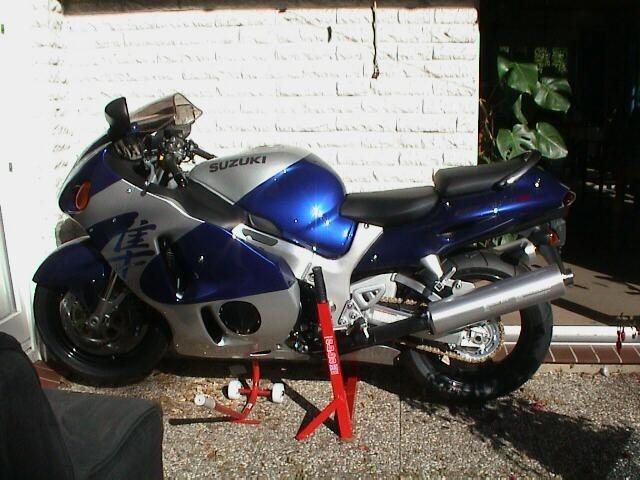 POL-CUX: Wo ist gestohlenes Motorrad? (Bildmaterial)