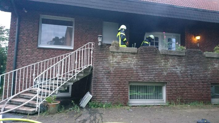 FW-RE: Brand eines leerstehenden Einfamilienhauses