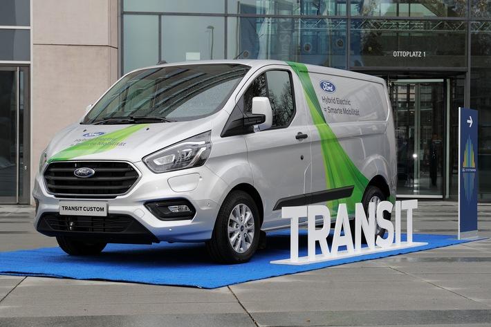 """Ford Transit Plug-in Hybrid kommt nach Köln. Weiterer Text über ots und www.presseportal.de/nr/6955 / Die Verwendung dieses Bildes ist für redaktionelle Zwecke honorarfrei. Veröffentlichung bitte unter Quellenangabe: """"obs/Ford-Werke GmbH"""""""