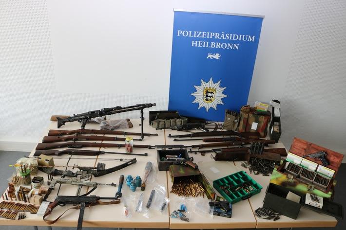 Bei der Durchsuchung aufgefundene Waffen und Munition
