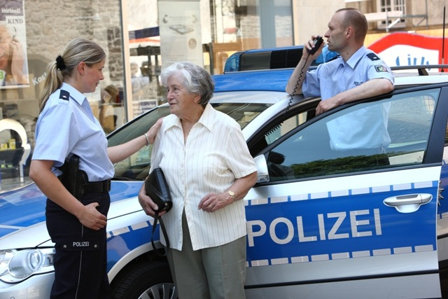 POL-REK: Handtaschenraub vereitelt - Erftstadt