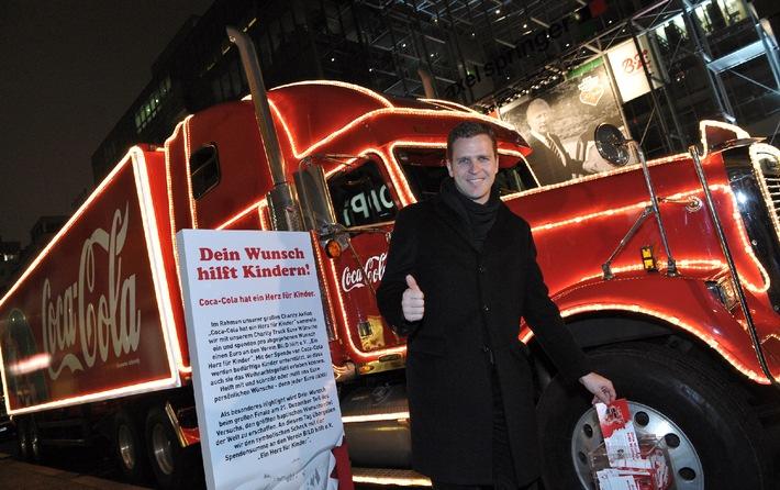 """Berlin, 6.12.2008.   """"Ich wünsche mir noch ganz viele Wunschzettel für Ein Herz für Kinder"""" verrät der Wunschzettel von Oliver Bierhoff, der diesen bei der """"Ein Herz für Kinder""""-Gala am Coca-Cola Weihnachtstruck abgegeben hat. Pro persönlich abgegebenem Wunschzettel spendet Coca-Cola einen EURO an Ein Herz für Kinder. Noch bis zum 18. Dezember fährt der Coca-Cola Charity Truck durch Deutschland und sammelt die Wunschzettel ein. Alle Stationen, an denen Wünsche abgegeben werden können sind auf www.coke.de zu finden.Die Verwendung dieses Bildes ist für redaktionelle Zwecke honorarfrei. Abdruck bitte unter Quellenangabe: """"obs/Coca-Cola GmbH"""""""