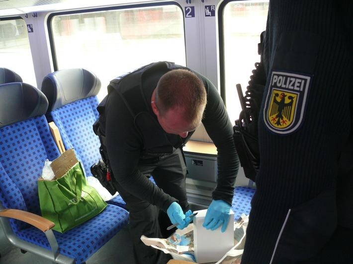 Der Karton wird vom Entschärfungsdienst der Bundespolizei geöffnet- Foto: Bundespolizei