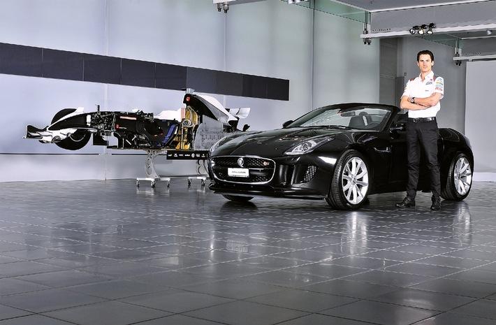 Adrian Sutil stolzer Fahrer eines JAGUAR F-TYPE - BILD