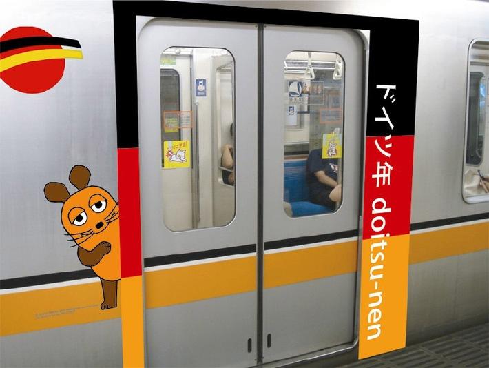Die Maus macht mobil in Tokios U-Bahn (Bild: WDR mediagroup). Dieses Bild ist für redaktionelle Zwecke honorarfrei. Abdruck ...