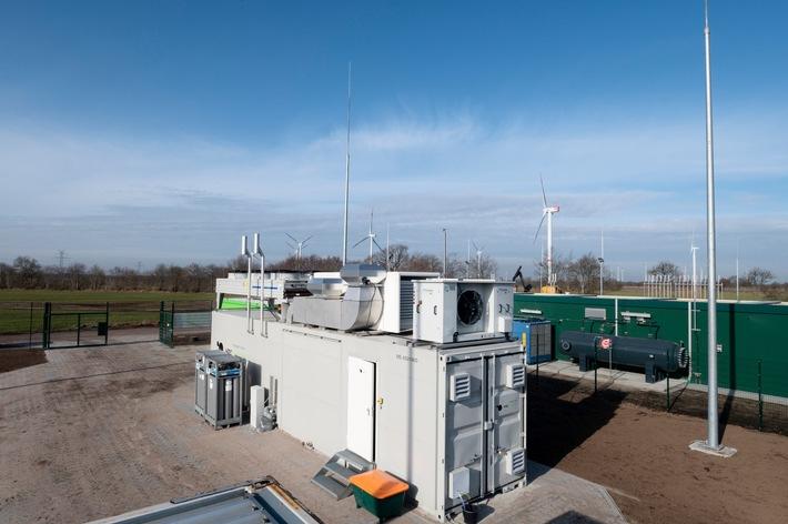 Von außen unscheinbar, von innen neueste Energiewende-Technik - Windgas-Elektrolyseur in Haurup. Foto: ©  Energie des Nordens / Andreas Oetker-Kast