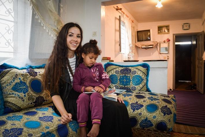 """Miss Schweiz Lauriane Sallin besucht herzkranke Kinder in Marokko. Weiterer Text über ots und www.presseportal.ch/de/nr/100001314 / Die Verwendung dieses Bildes ist für redaktionelle Zwecke honorarfrei. Veröffentlichung bitte unter Quellenangabe: """"obs/Fondation Terre des hommes/(c) Tdh / Thomas Buchwalder"""""""