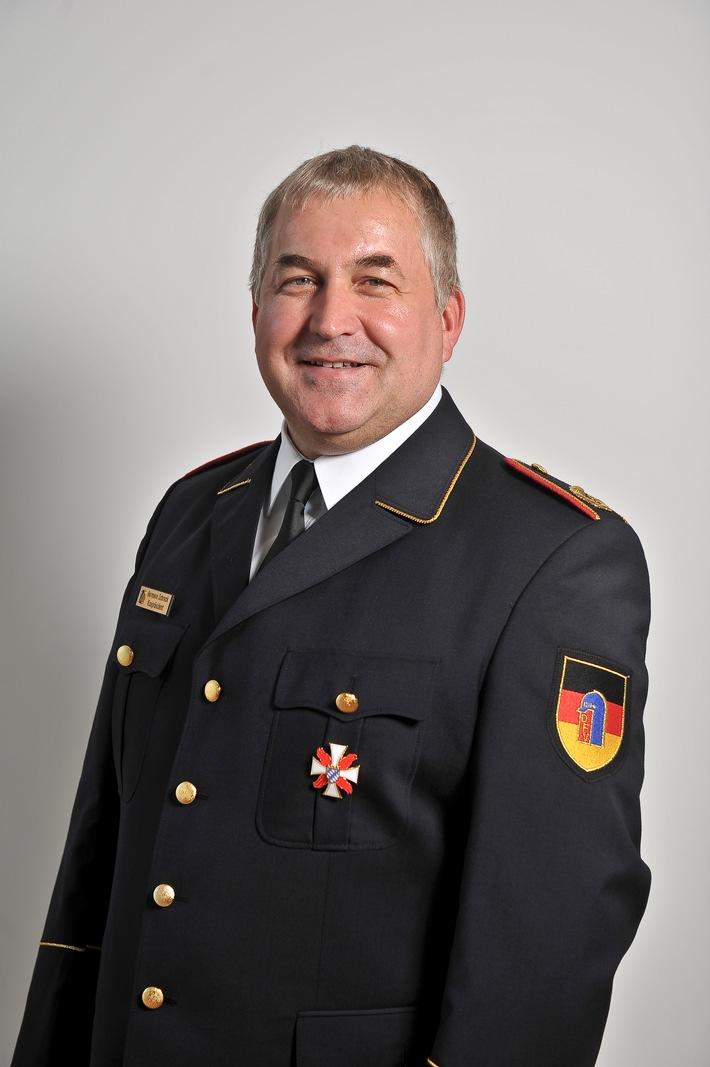 Hermann SCHRECK, Vizepräsident des Deutschen Feuerwehrverbandes (DFV), gibt Tipps zum sicheren Osterfeuer.