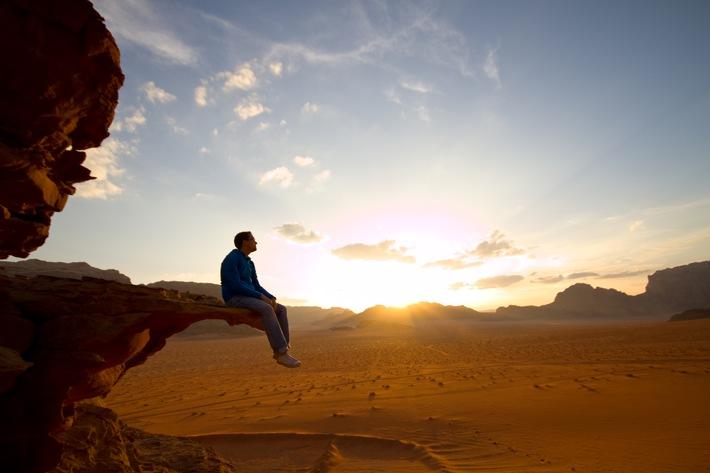"""Bildunterschrift: Backpacking auf dem Jordan Trail in Jordanien zählt zu den Top-Reisezielen für 2018. Mit der richtigen Vorbereitung können auch Menschen mit Diabetes die exotischen Destinationen unbeschwert entdecken. Foto: Ascensia Diabetes Care (Contour Next Systeme)/Getty Images. Der Abdruck ist honorarfrei, ein Belegexemplar wird erbeten. Weiterer Text über ots und www.presseportal.de/nr/119274 / Die Verwendung dieses Bildes ist für redaktionelle Zwecke honorarfrei. Veröffentlichung bitte unter Quellenangabe: """"obs/Ascensia Diabetes Care Deutschland GmbH/Contour Next Systeme/Getty"""""""