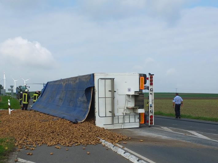 POL-DN: Kartoffeln landeten auf der Fahrbahn