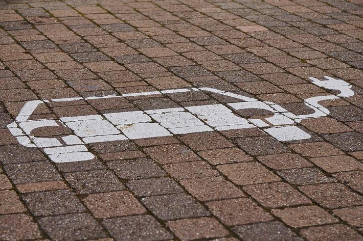 E-Mobilität Lüneburg Weststadt - Elektro Burmester steht für Leistung auf höchsten Niveau / Weiterer Text über ots und www.presseportal.de/nr/154031 / Die Verwendung dieses Bildes ist für redaktionelle Zwecke unter Beachtung ggf. genannter Nutzungsbedingungen honorarfrei. Veröffentlichung bitte mit Bildrechte-Hinweis.