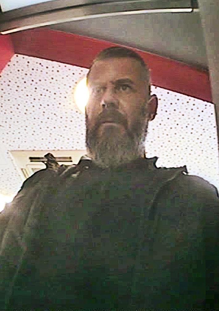 Foto aus Überwachungskamera zeigt den mutmaßlichen EC-Karten-Dieb