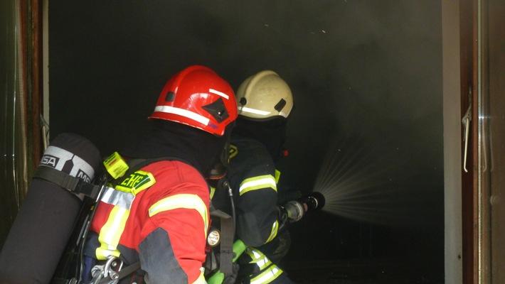 FW-Heiligenhaus: Privatsauna ging in Flammen auf (Meldung 18/2016)