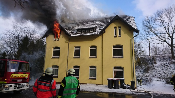 Brand eines Mehrfamilienhauses