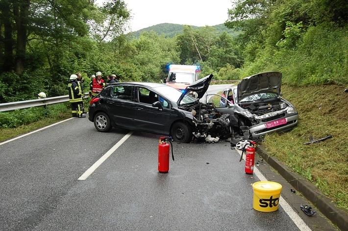 POL-PDKL: Unfall im Begegnungsverkehr - zwei Verletzte
