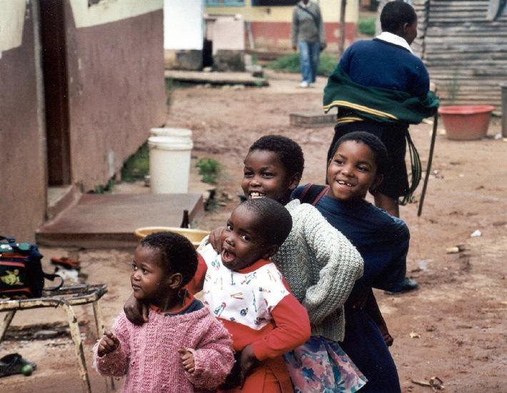 Conrad N. Hilton Humanitarian Prize 2002 an SOS-Kinderdorf International