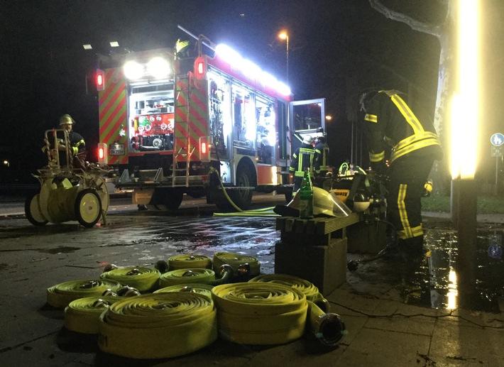 FW-BN: Feuer in Mehrfamilienhaus - schnelles Eingreifen verhindert Brandausbreitung