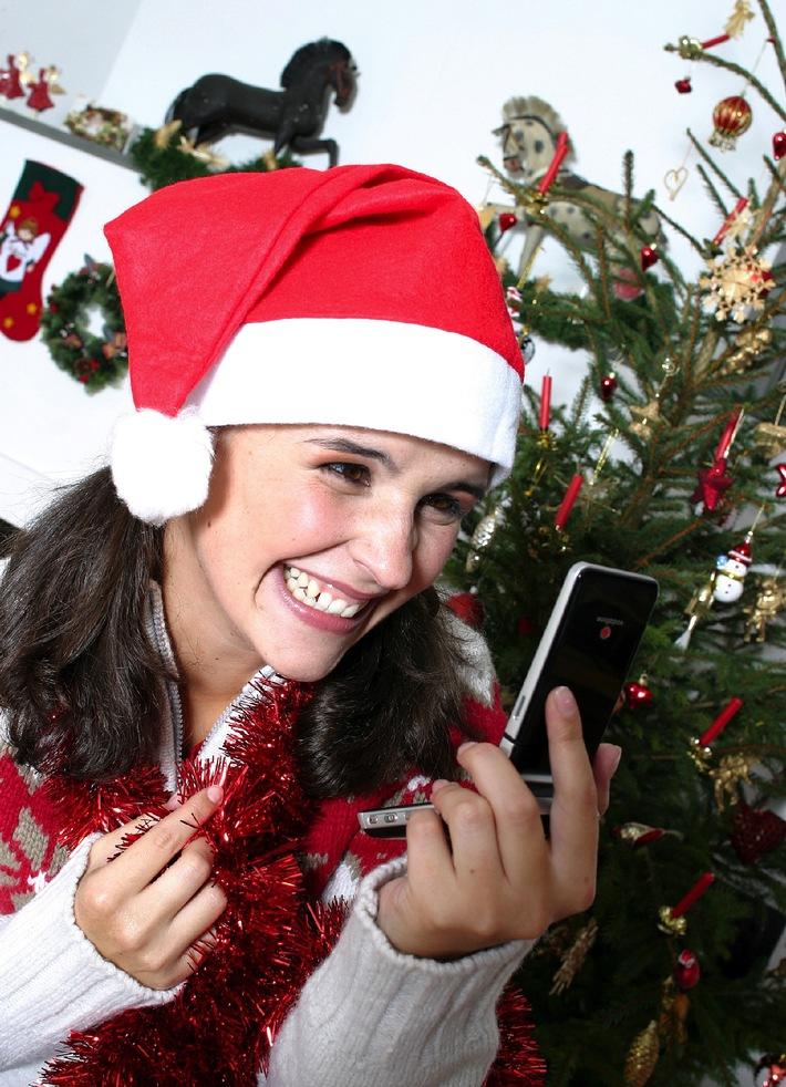 """Mobilfunkanbieter Vodafone beschenkt seine Kunden zu Nikolaus: am 6. Dezember unbegrenzt kostenlos SMS und MMS versenden mit der Nikolaus-Aktion Die Verwendung dieses Bildes ist für redaktionelle Zwecke honorarfrei. Abdruck bitte unter Quellenangabe: """"obs/Vodafone D2 GmbH"""""""